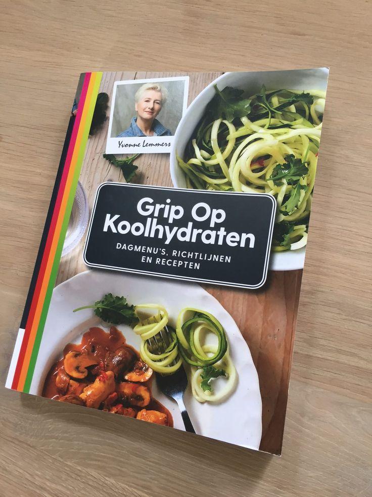 Grip op Koolhydraten Video, inkijkpagina's en reserveren. Na maandenlang hard werken heb ik een vers-van-pers exemplaar van mijn nieuwe boek in handen. :-)
