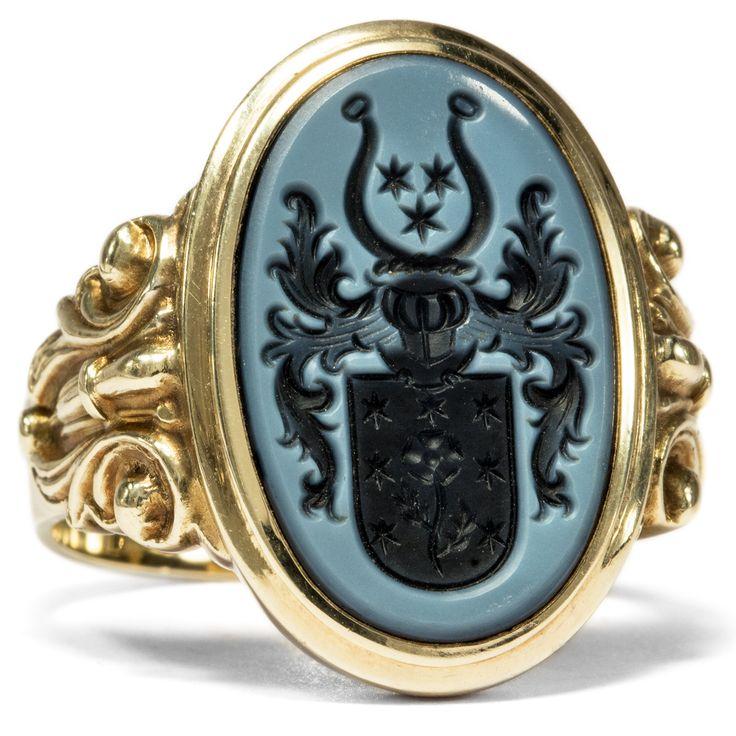 Was führst du im Schilde? - Siegelring mit Wappen-Intaglio in Lagenstein, Mitte des 20. Jhdts. von Hofer Antikschmuck aus Berlin // #hoferantikschmuck #antik #schmuck #Ringe #antique #jewellery #jewelry // www.hofer-antikschmuck.de