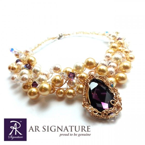 The Royal Palace Necklace by AR Signature  Combination of Genuine Swarovski Crystal, Crystal pearls, and Gold Plated Wire From Germany..  Fully Handmade by AR Signature  Perhiasan yang di design dan dibuat oleh AR Signature dengan menggunakan Crystal Swarovski dan Swarovski Pearls.