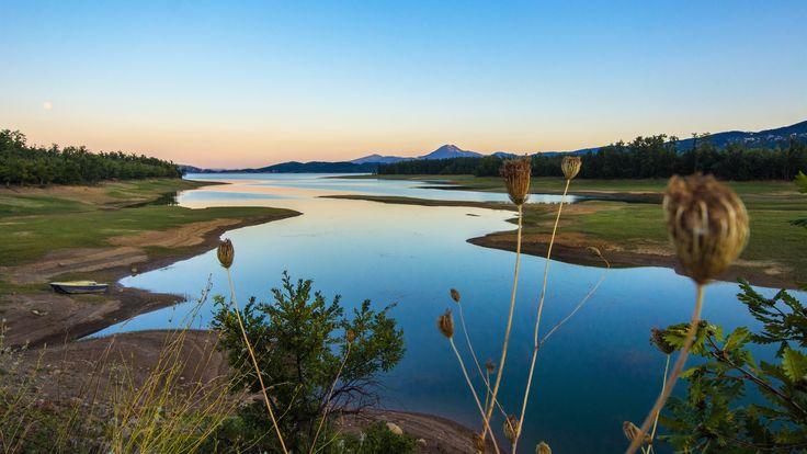 https://flic.kr/p/yzRTYo | Plastiras lake at dusk