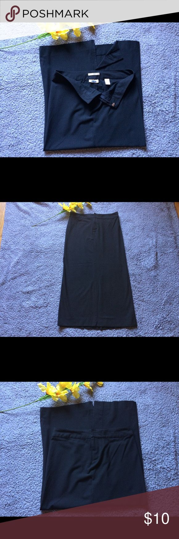 """Stretch Old Navy Skirt Old Navy stretch long skirt. Zipper on front. Slit on back. 49% rayon. 48% polyester. 3% Lycra spandex. Size 4. Approx (laid flat) 36"""" long. 16"""" Waist. 18 1/2"""" Hip. In good condition Old Navy Skirts Midi"""