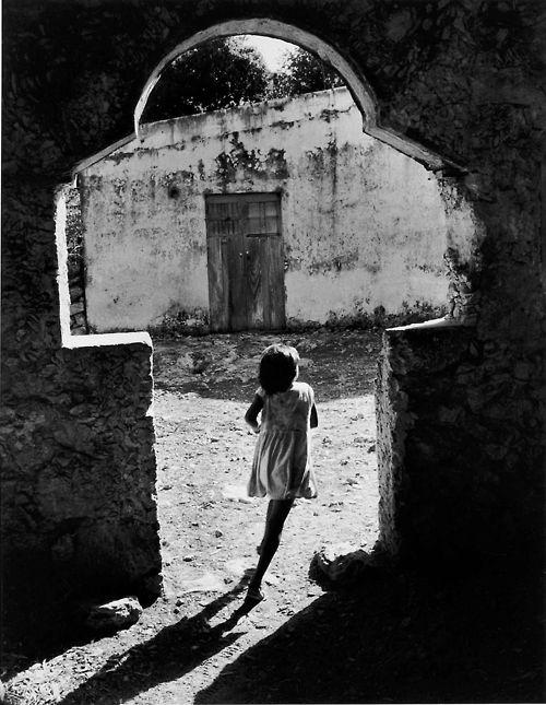 Paso a la luz Campeche, Mexico, 1963 Héctor García