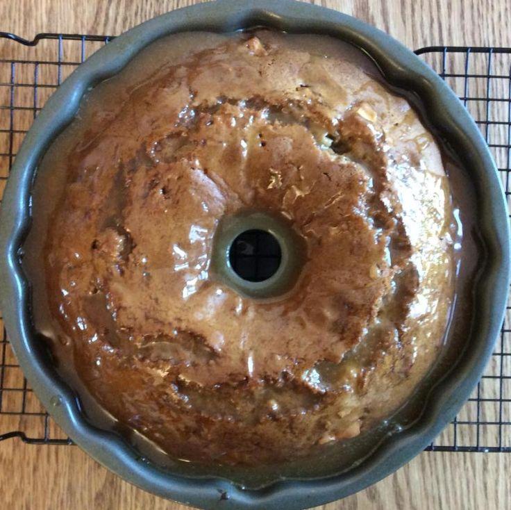 L'irrésistible gâteau aux pommes à l'ancienne et sa sauce au caramel - Desserts - Ma Fourchette