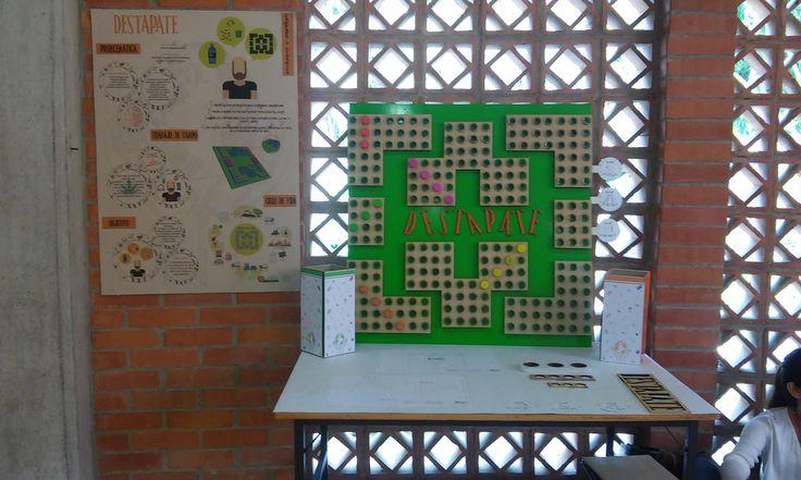 Juego ''DESTAPATE'' realizado con madera reciclada y botellas plasticas! #DISEÑOAMBIENTAL #DISEÑO #RECICLAJE