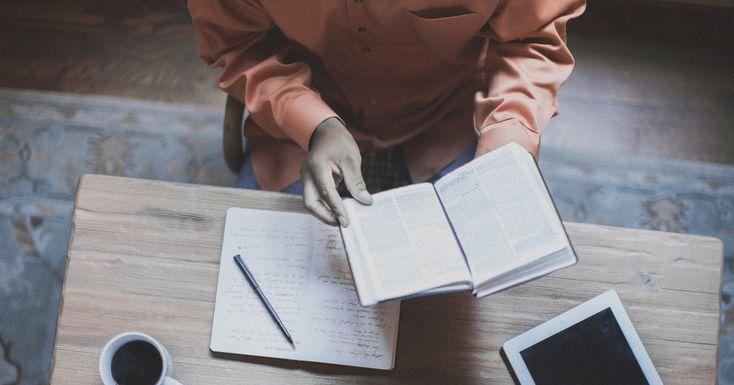 """Es más importante enseñar la Biblia que enseñar sobre """"temas bíblicos""""."""