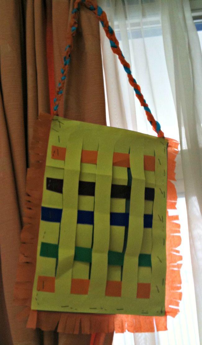 Μέσα σ'ένα σεντουκάκι...: 25 Μαρτίου..διάφορες δραστηριότητες παιδιών