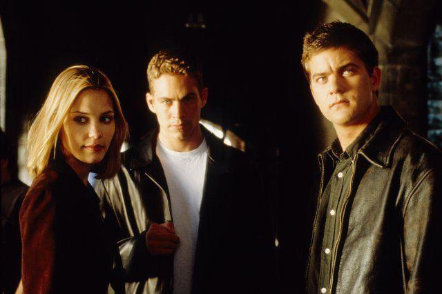 Leslie Bibb, Joshua Jackson and Paul Walker in The Skulls / 2000