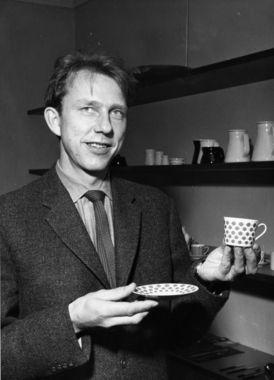 Tias Eckhoff med serviset Regent designet for Porsgrund porselen