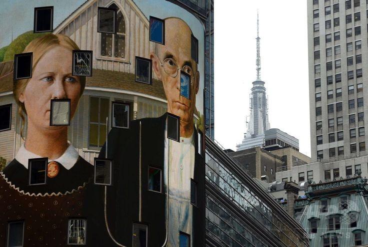 米ニューヨーク(New York)にあるナスダック(NASDAQ)ビルの電光掲示板に表示されるグラント・ウッド(Grant Wood)の作品「アメリカン・ゴシック、1930(American Gothic,1930)」(2014年8月4日撮影)。(c)AFP/Timothy A. CLARY ▼6Aug2014AFP NYの街を彩る著名アート作品、全米規模のプロジェクトで http://www.afpbb.com/articles/-/3022377 #New_York #American_Gothic_1930