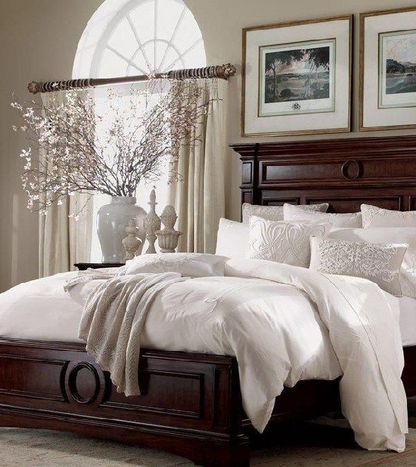 Turn Your Bedroom Into An Elegant And Classy Traditional Bedroom With These 25 Ideas Sophisticated Bedroom Traditional Bedroom Decor Traditional Bedroom