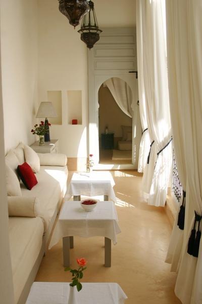 Nd Floor Overlooking Living Room In Small Houses