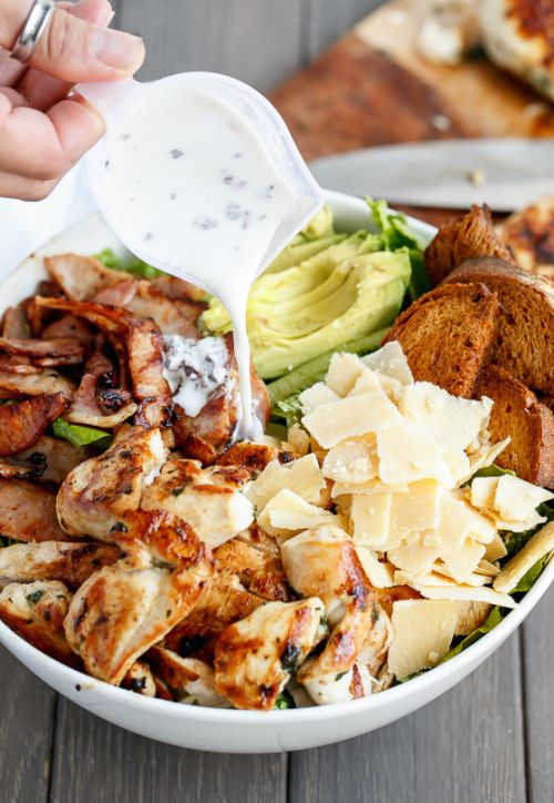 Poulet maigre et Avocat Salade César & hellip; Cliquez ici pour plus de nourriture photographie !.