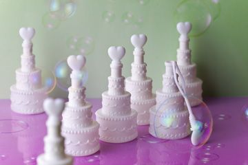 コンフェッティ「ウエディングケーキ型バブルシャワー」