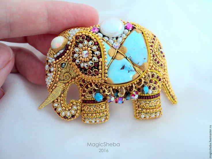 Купить Брошь Индийский Слон талисман, вышивка золотом - золотой, золотая брошь…