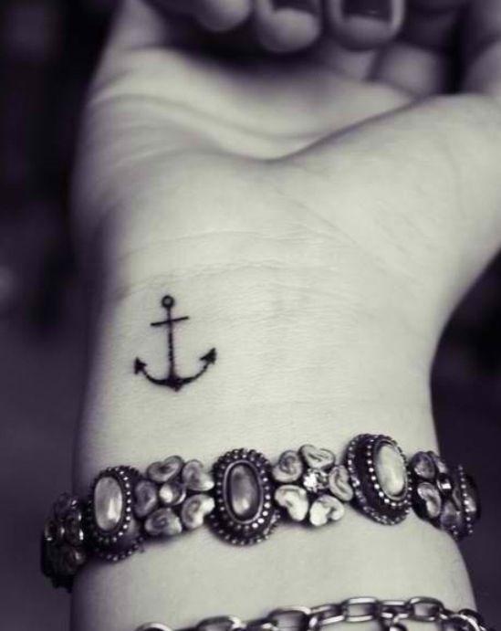 Tatuaje mini ancla