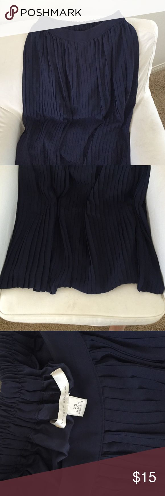 Lauren Conrad pleated maxi skirt New, not tags, never worn but so amazing Lauren Conrad pleated navy maxi skirt, size xs but can fit up to a medium. LC Lauren Conrad Skirts Maxi