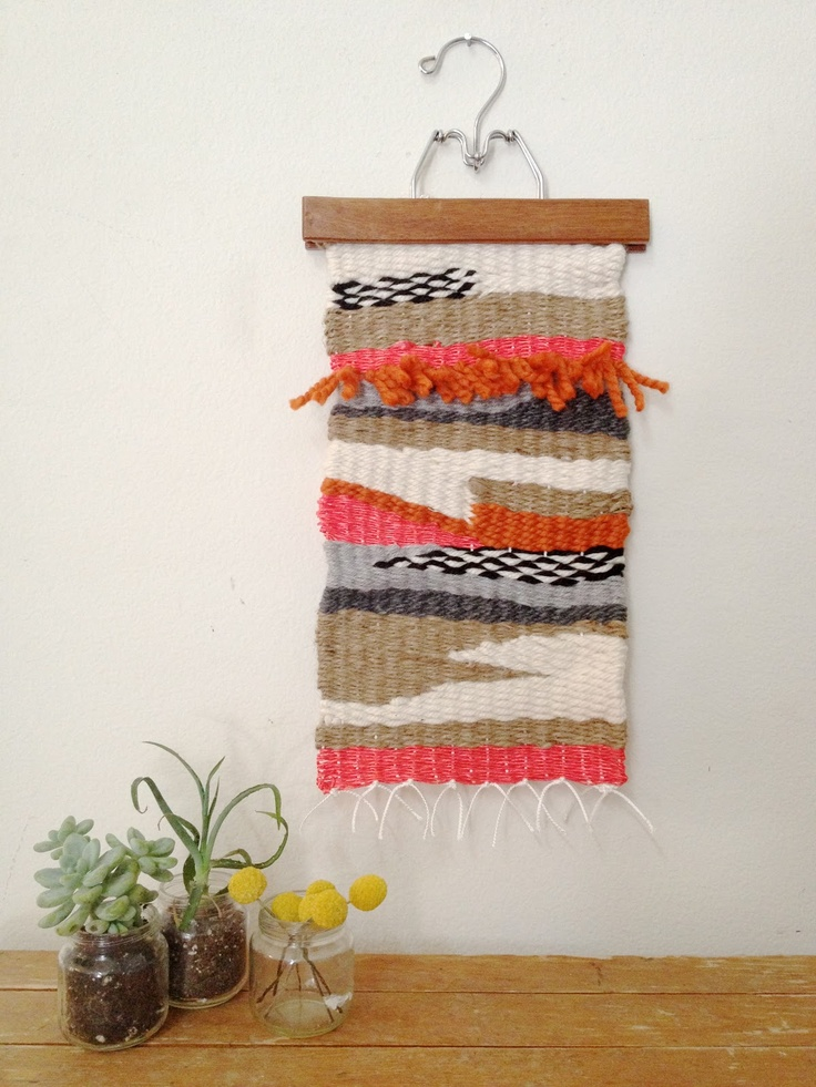 wall hanging weaving tapestry tutorial // via calikatrina