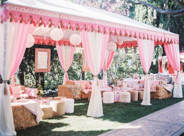 Creativity with casual pinks and white.....Mindy Weiss is genius!