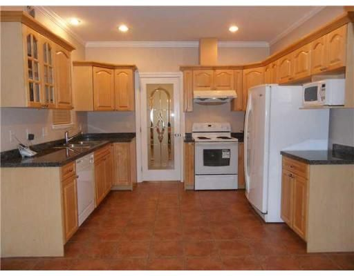 Features: Central location,Recreation nearby,Shopping nearby,View,Fireplace,Drapes/Window coverings,Appliances Included