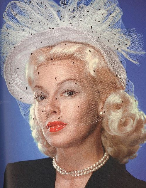 Actress Lana Turner in a wonderful polka dot veil adorned hat, 1940s. #vintage #hats #1940s