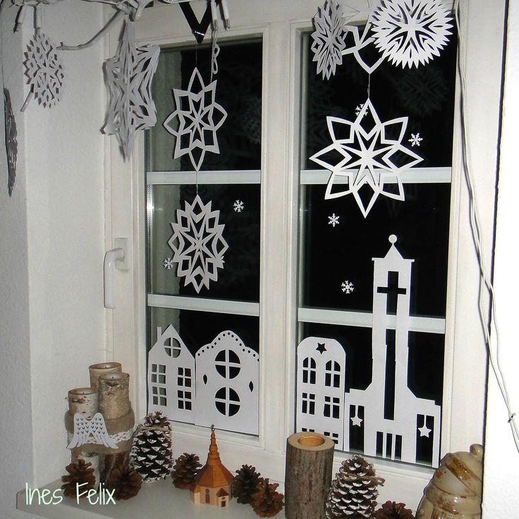 Weihnachts-Fensterdeko aus Papier Das ist die Weihnachtsdekoration für unser Küchenfenster. So einfach kann dekorieren sein. Normales weißes Kopierpapier in Form schneiden und als Stern aufhängen oder als Haus ans Fenster kleben. Die Kirche auf der rechten Seite ist nach dem Vorbild der Kirche in unserem Stadtviertel geschnitten, erkennt die jemand von euch?  http://inesfelix-kreativ.blogspot.com/2015/12/weihnachts-fensterdeko-aus-papier.html