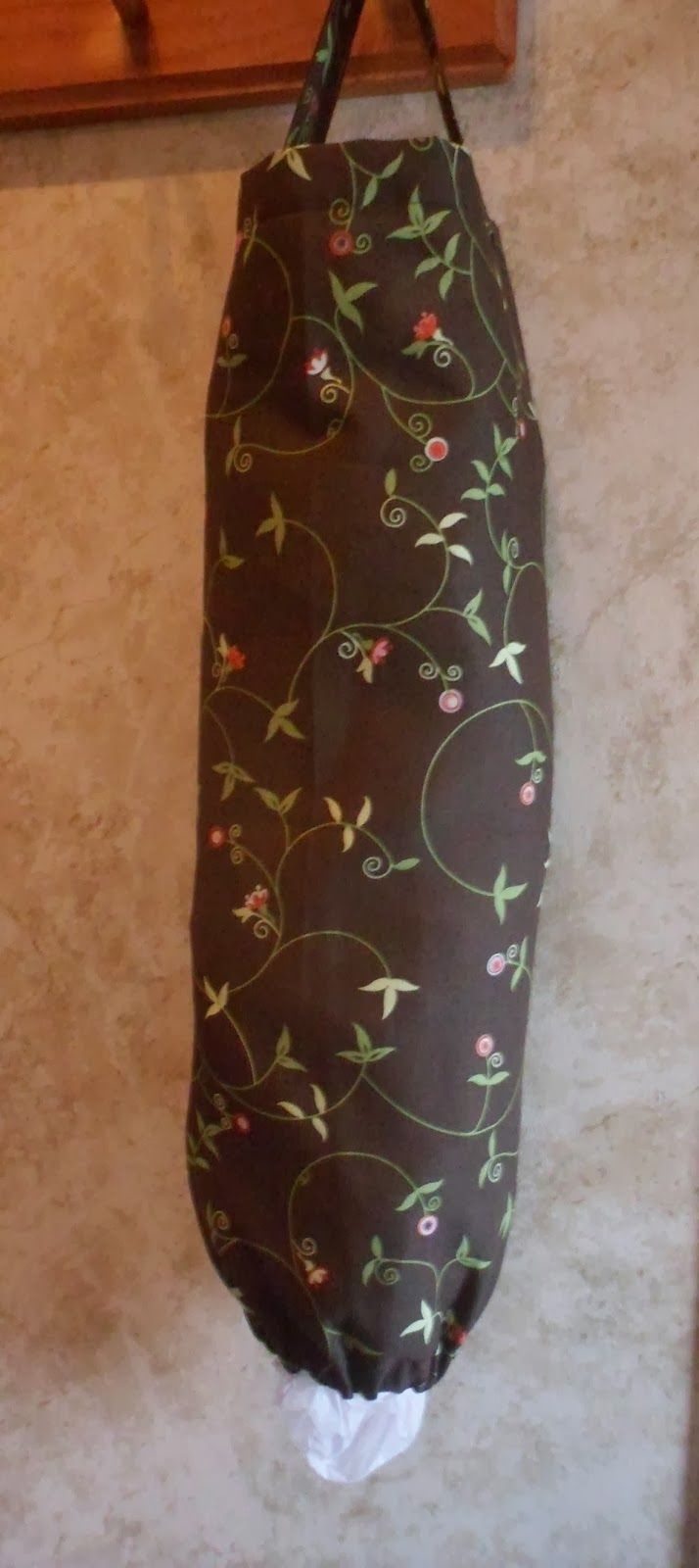 FREE PATTERN:  A Stitch At A Time for Amy B Stitched: Fat Quarter Plastic Bag Holder Pattern w/ Photo Tutorial