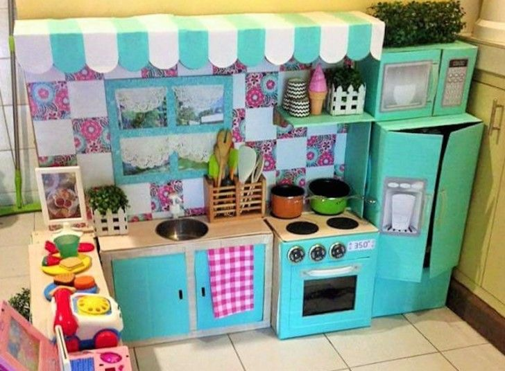 Mom transforms cardboard boxes into a dreamy play kitchen for her toddler | Inhabitots