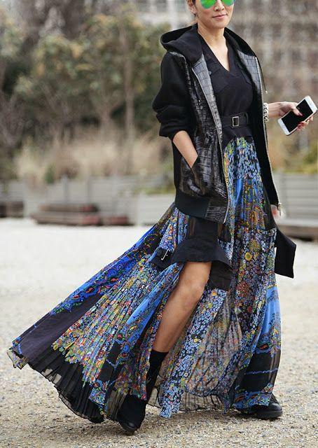 Look de inverno com casaco e saia longa estampada - adoro