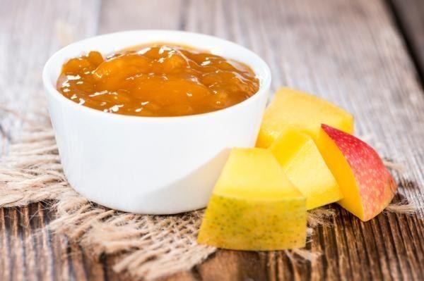 Una exótica y tropical salsa de mango. | 16 Deliciosas salsas que vas a querer echarle a absolutamente todo lo que comas
