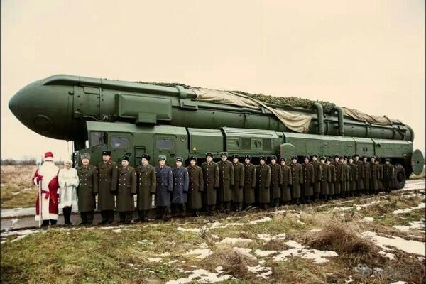 Vice-premier ministre russe, le nationaliste Dmitri Rogozine est aussi le représentant permanent de son pays auprès de l'Otan. Désireux de souhaiter une merveilleuse année à ses « amis de l'Otan », il a posté sur Twitter une carte de vœux pour le moins provocatrice. Ah ! L'humour militaire...