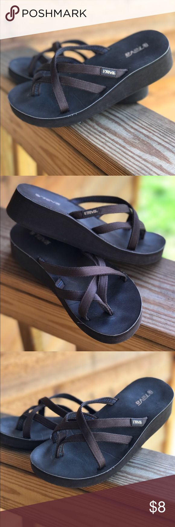 🌺Teva Flip Flops Size 7W 🌺 Super comfortable brown wedge heel flip flops size 7W Teva Shoes Wedges