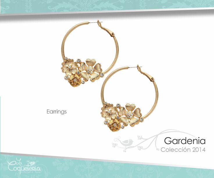 Aretes estilo vintage, con un hermoso ensamble de flores embellecidas con cristales SWAROVSKI. www.lacoqueteria.co #earrings #aretes #accesories #beautiful #lacoqueteria  #fashion #shoppingonline #tiendaenlinea #mexico #accesorios
