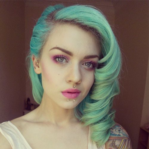 Pastel. Mint. Hair. With those beautiful curls!!