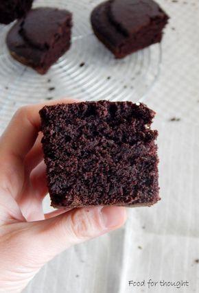 Vegan σοκολατένιο κέικ με βραστό νερό. http://laxtaristessyntages.blogspot.gr/2015/03/vegan-sokolatenio-cake-me-vrasto-nero.html