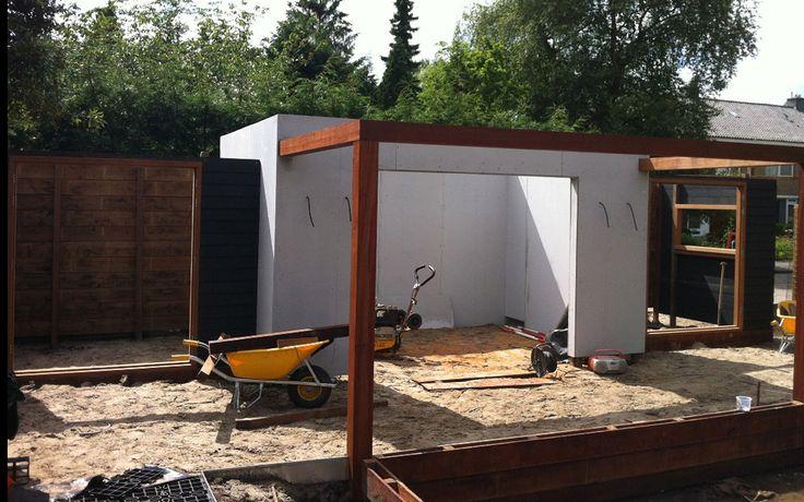 Project in uitvoering in Vlaardingen. Foto's gemaakt tijdens de aanleg van een exclusieve tuin door hoveniersbedrijf Martin Veltkamp Tuinen