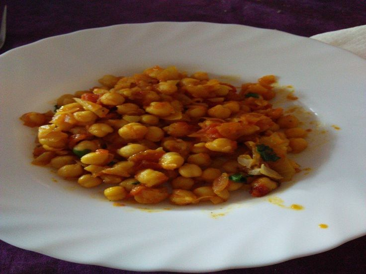 Curry de garbanzos (chana masala) http://www.socialrecetas.com/recetas/receta/curry-de-garbanzos-chana-masala-32