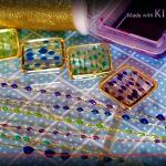 シリコン型やミール皿にチャームなどをセットして、レジンを流し入れて固める人気のレジンクラフト。レジンクラフトには思いもよらないようないろんな便利な技があるんです。着色や枠、封入する材料に関するアイデアを集めてみました。