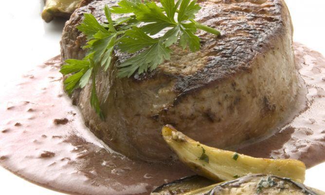 Receta de Solomillo con salsa de oporto y hongos