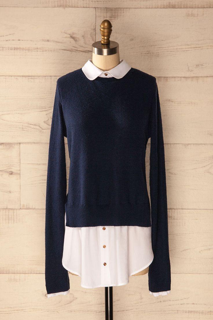 Dans la bibliothèque de l'école de droit, les chemisiers blancs sont à l'honneur !  In the law school's library, white collars are in fashion!  Blue shirt layered sweater  https://1861.ca/products/keash-rain