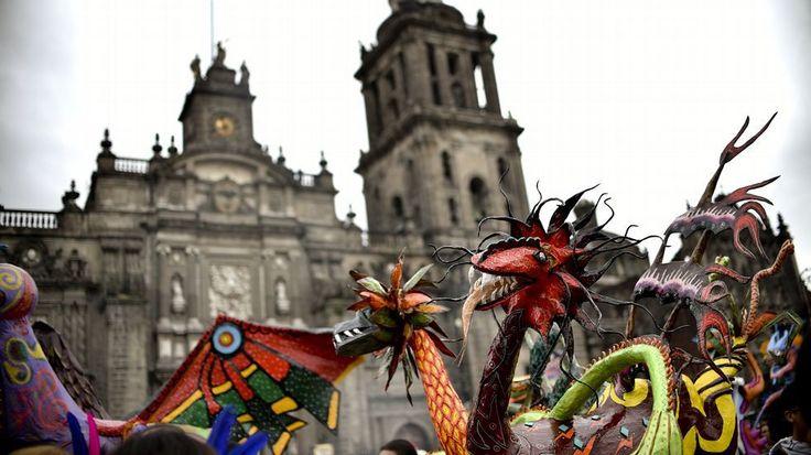 Los Alebrijes Monumentales llenan de color las calles de México