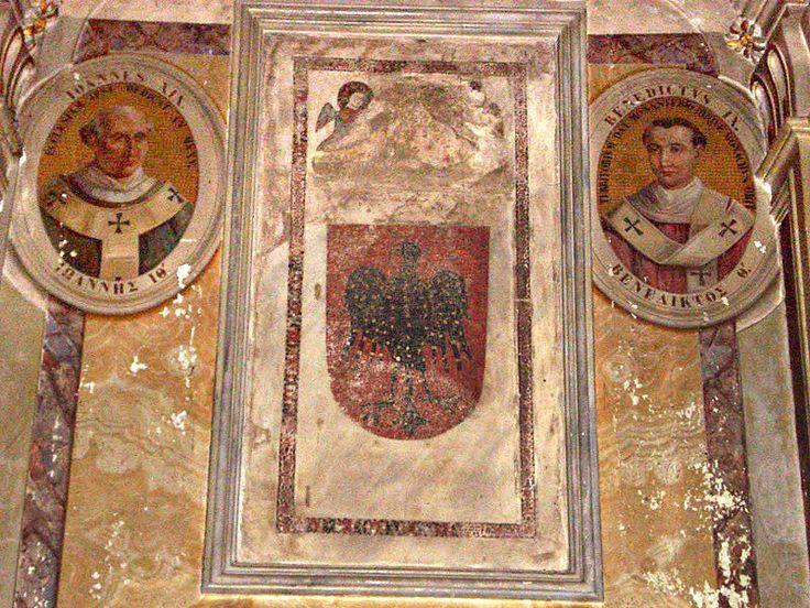 Supposed tomb of Pope Benedict IX - Гроттаферрата (монастырь) —  Предполагаемая  могила  Бенедикта.