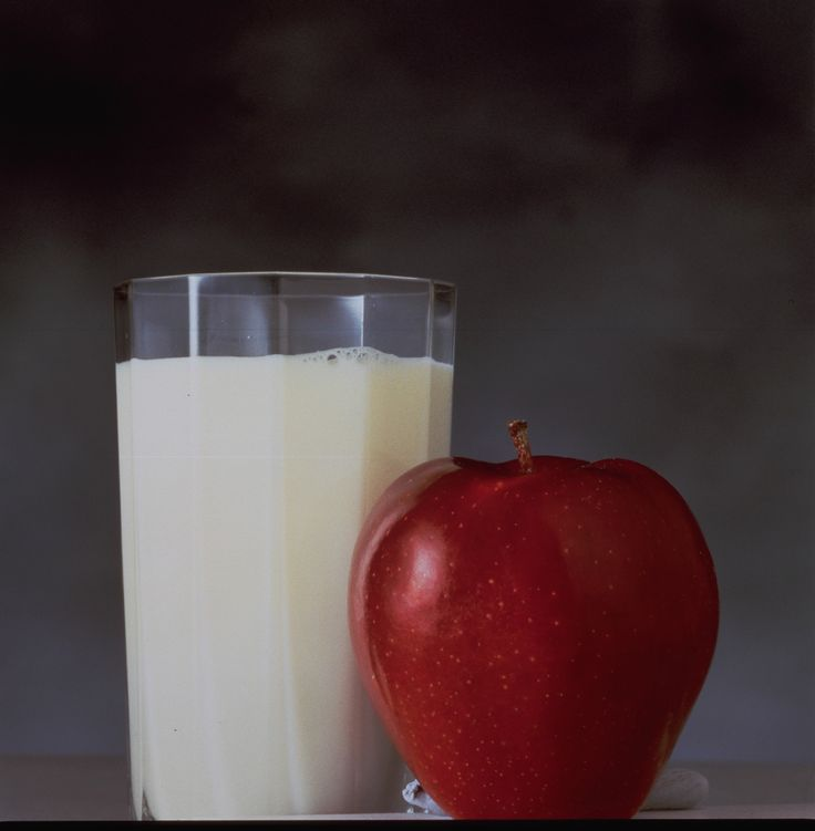 A fresh apple & a glass of milk- THE SUPER COMBO !   Happy healthy living, Apple admirers :) #Apples #WashingtonApples