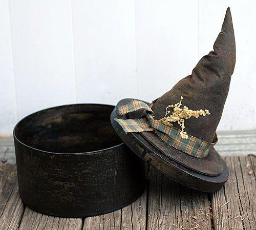 INSPIRATION - Witches hat box (Source : http://www.primitive-folk-art.com/2009/10/primitive-witch-hat-box/)