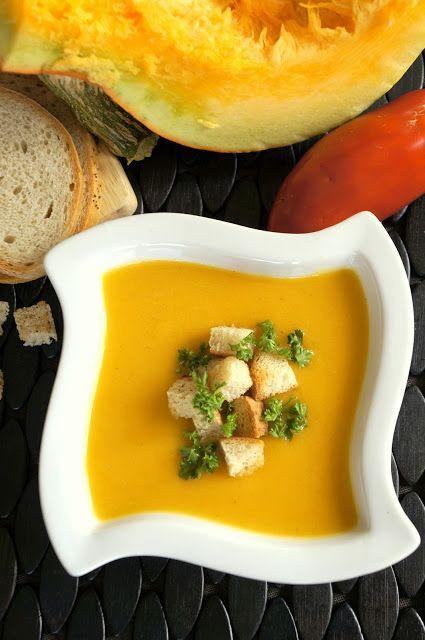 delikatna i kremowa zupa krem z dyni to idealna propozycja dania w ponure i coraz chłodniejsze jesienne dni. Wspaniale rozgrzewa, jest bardzo szybka w przygotowaniu, a przy tym smaczna i zdrowa, dynia, zupa krem, zupa z dyni, delikatna, kremowa zupa, łatwa zupa, szybka zupa