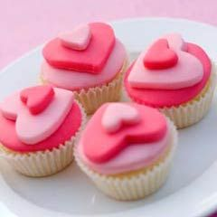 Miniature hearts on top of wedding cupcakes look so impressive. They are perfect as wedding table decorations.