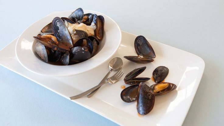 Steamed Mussels with Aioli