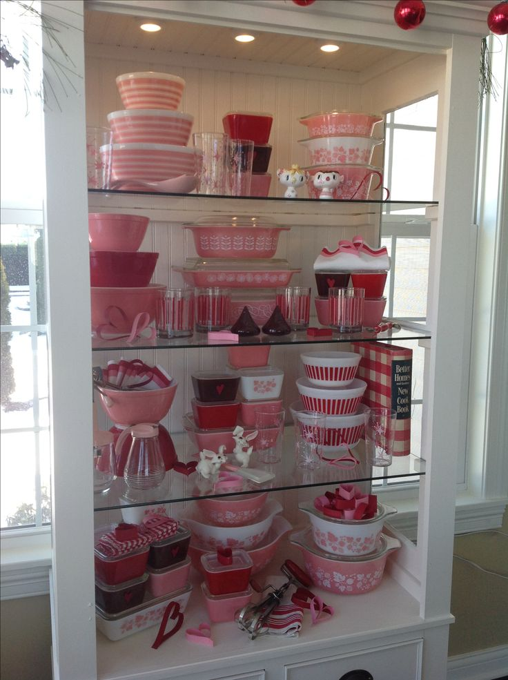 Pyrex; pink & red Valentine display 2015