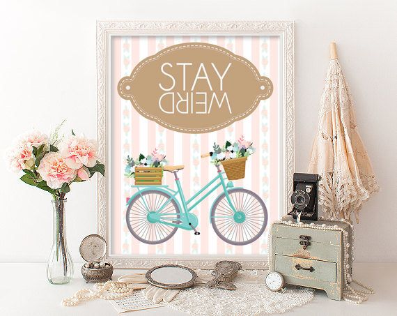 Un favorito personal de mi tienda de Etsy https://www.etsy.com/es/listing/554098891/stay-weird-printable-wall-decoration
