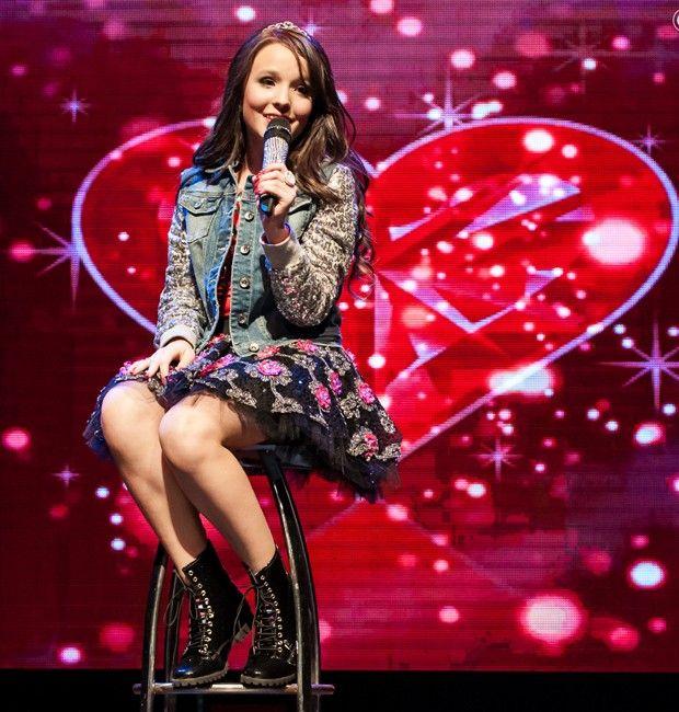 Larissa Manoela turnê em SP  Cantando   Lindamente