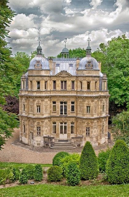 Yvelines Castle in France Chateau  de Monte cristo demeure et parc d'Alexandre Dumas à Marly le Roy dans le département des Yvelines près de Paris